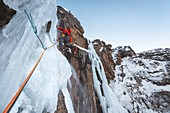 GUIDE STARTING A LENGTHWISE CROSSING OF THE PATRI ICE CASCADE, COGNE, AOSTA VALLEY, ITALY