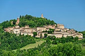 Blick auf Höhensiedlung Montefortino, Grande Anello dei Sibillini, Sibillinische Berge, Monti Sibillini, Nationalpark Monti Sibillini, Parco nazionale dei Monti Sibillini, Apennin, Marken, Umbrien, Italien