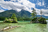 Hintersee with two people in rowing boat, Hochkalter in the background, Hintersee, Berchtesgaden Alps, Berchtesgaden, Berchtesgaden National Park, Upper Bavaria, Bavaria, Germany