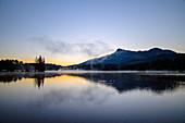 Morgenstimmung am Schwarzsee mit Kitzbüheler Horn im Hintergrund, Schwarzsee, Kitzbüheler Alpen, Tirol, Österreich