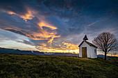 Die Kapelle auf der Aidlinger Höhe, Aidling, Bayern, Deutschland