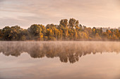 Herbstmorgen am Dietlhofer See, Weilheim, Bayern, Deutschland