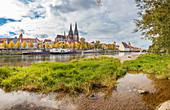 View of Dom St Peter over Danube in Regensburg, Bavaria, Germany