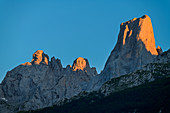 Picu Urriellu in the evening light, Naranjo de Bulnes, Picos de Europa, Picos de Europa National Park, Cantabrian Mountains, Asturias, Spain