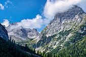 Auf dem Weg zum Seebensee unterhalb der Sonnenspitze, Ehrwald, Tirol, Österreich