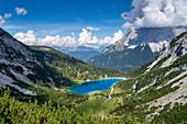 Blick auf den Seebensee mit dem Wettersteingebirge im Hintergrund, Ehrwald, Tirol, Österreich