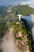 Luftaufnahme der Statue 'Christus, der Erlöser', Corcovado, Rio de Janeiro, Brasilien