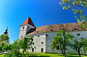 Das historische Schloss Orth mit Park, Orth an der Donau, Niederösterreich, Österreich