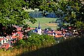 Aufstieg zur Walberla bei Kirchehrenbach, Landschaft, Ortschaft, Dorf, Fränkische Schweiz, Ober-Franken, Bayern, Deutschland