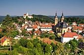 Blick auf Basilika und Burg, Gößweinstein, Dorf, Kirche, Landschaft, Ansicht, Häuser, Fränkische Schweiz, Ober-Franken, Bayern, Deutschland