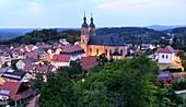Abend, Blick auf Basilika, Gößweinstein, Lichter, Dorf, Kirche, Landschaft, Ansicht, Fränkische Schweiz, Ober-Franken, Bayern, Deutschland