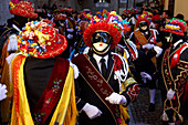 During Carnival, Bagolino is possessed by the bright colors of the balarì (dancers) who dance to the melodies of the violins in masks and dressed in rich costumes.