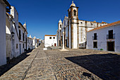 The church square and the baroque church of Nossa Senhora da Lagoa.