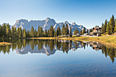 the lake of Antorno, near Misurina, along the road to the Tre Cime di Lavaredo, Auronzo di Cadore, Dolomites, Belluno, Veneto, Italy
