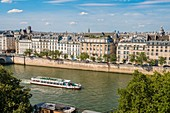 France, Paris, area listed as World Heritage by UNESCO, Saint-Louis Island, Seine banks, Bethune quays and a boat