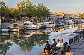 Frankreich, Gard, Beaucaire, Canal du Rhone a Sete vom Quai de la Paix aus gesehen