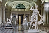 France, Paris, area listed as World Heritage by UNESCO, Louvre museum, Caryatids room, built between 1546 and 1549 by architect Pierre Lescot. Roman antiquities department, roman replicas of greek sculptures. in the foreground: Diana of Versailles (Ist or II nd century A.D.)