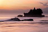 The tide sets in: The Hindu Tanah Lot Temple, Bali, Indonesia, Southeast Asia, Asia
