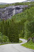 Wasserfall bei Moersvikbotn, Nordland, Norwegen, Europa