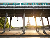 France, Paris, Paris, a recently married couple kiss each other on the Bir hakeim bridge