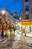 France, Paris, Montmartre, rue Norvins et la Sacre Coeur, snowfalls on 07/02/2018
