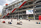 France, Paris, Les Halles district, Centre Georges Pompidou or Centre Beaubourg designed by the architects Renzo Piano, Richard Rogers and Gianfranco Franchini