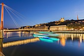 France, Rhone, Lyon, historical site listed as World Heritage by UNESCO, Vieux Lyon (Old Town), footbridge on the Saone river leading to the courthouse and the Notre Dame de Fourviere and the the cathedral Saint Jean