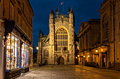 Night time view of Bath Abbey from Abbey Churchyard, Bath, UNESCO World Heritage Site, Somerset, England, United Kingdom, Europe