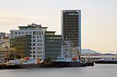 Blick auf die Stadt Bodö, Saltfjorden, Saltfjord, Provinz Nordland, Nordland, Norwegen, Europa