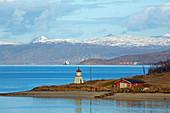 Landschaft bei Gibostad nahe Finnsnes am Gisundet, Insel Senja, Troms, Norwegen, Europa