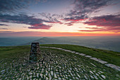The summit of Mam Tor at sunrise, Hope Valley, Edale, Peak District, Derbyshire, England, United Kingdom, Europe