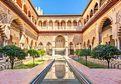 Patio de las Doncellas (The Courtyard of the Maidens), Real Alcazar (Royal Palace), UNESCO World Heritage Site, Seville, Andalusia, Spain, Europe