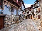 Calle típica de Mogarraz. Sierra de Francia. Salamanca. Castilla León. España.