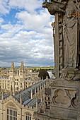 Blick vom Kirchturm der St. Mary the Virgin Kirche auf das All Souls College, Unirversity, Oxford, Oxfordshire, England