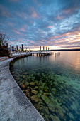 Sunrise on the promenade with a view of the beach bar on the north shore of Lake Starnberg, Starnberg, Bavaria, Germany.
