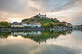 Die Festung Marienberg in Würzburg zum Sonnenuntergang, Unterfranken, Franken, Bayern, Deutschland, Europa
