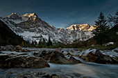October morning in the Riss valley with a view of the Spritzkarspitze and Gumpenkarspitze, Karwendel, Tyrol, Austria, Europe