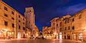 Evening mood at Piazza della Cisterna, San Gimignano, Province of Siena, Tuscany, Italy