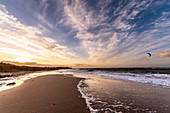 Evening mood on the beach in Heiligenhafen with a view of the lighthouse, Baltic Sea, Ostholstein, Schleswig-Holstein, Germany