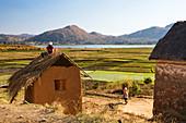 Houses on Lake Itasy, Lac Itasy, Merina tribe, highlands west of Antananarivo, Madagascar, Africa