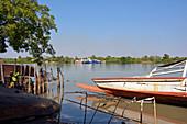 Gambia; Central River Region; Blick auf die Fähre; Verbindung zwischen der Insel Janjanbureh und dem Dorf Laminkoto am nördlichen Flussufer;