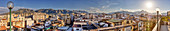 Panoramablick auf die Innenstadt von Palermo, im Hintergrund die Berge, Sizilien, Italien