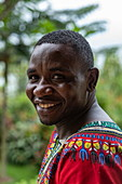 Lächelnder Rezeptionist im Kivu Paradis Hotel Resort am Ufer des Kivu See, Nyamyumba, Western Province, Ruanda, Afrika