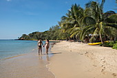 Young couple holding hands while walking on Ong Lang Beach, Ong Lang, Phu Quoc Island, Kien Giang, Vietnam, Asia