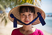 Cheerful waitress with conical hat in the restaurant and bar of the Ancarine Beach Resort on Ong Lang Beach, Ong Lang, Phu Quoc Island, Kien Giang, Vietnam, Asia
