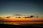 Silhouette of two people on the Wadden Sea at dusk, Schillig, Wangerland, Friesland, Lower Saxony, Germany, Europe