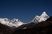 Nächtlicher Blick vom Kloster Tengboche auf den Everest (links), Lhotse und Ama Dablam, Nepal, Himalaya, Asien