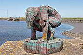 """Oak sculpture """"Die Hockende"""" by Axel Süphke, Hallig, Hooge, Schleswig-Holstein, Germany"""
