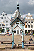 Fountain, well house, market square, Friedrichstadt, Schleswig-Holstein, Germany