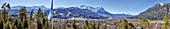 Garmisch mit Zugspitze Panorama, Bayern, Deutschland